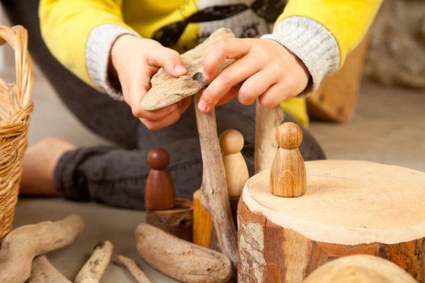 3-nins-de-madera-minimundos-grapat4