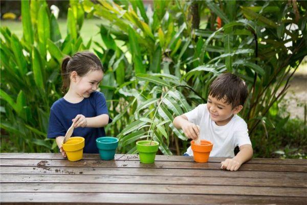 set-de-jardineria-herramientas-de-juguete-plantoys3